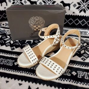 Vince Camuto Youth Wedges Size 5 New in box
